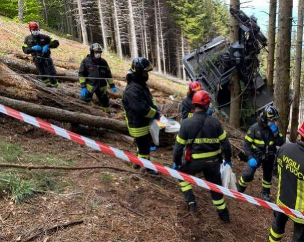 13 People Killed After A Mountaintop Cable Car Plunged To The Ground In Italy - autojosh