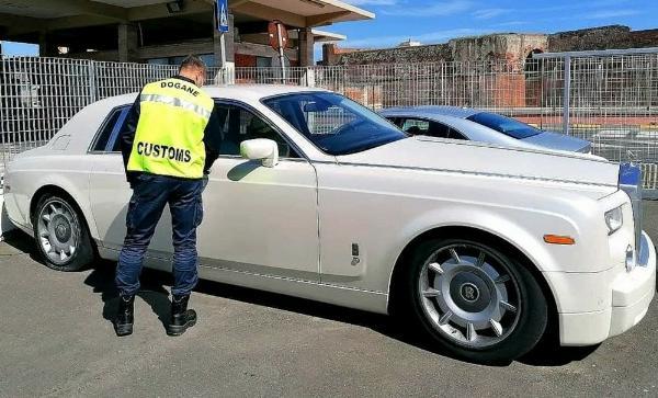 Italy Customs Seizes Rolls-Royce Phantom Because Of Its Crocodile Skin Interior - autojosh