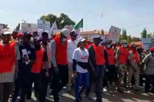 NLC Storms Street For Protest Against Members' Sack In Kaduna As Airport Shut (PHOTO)
