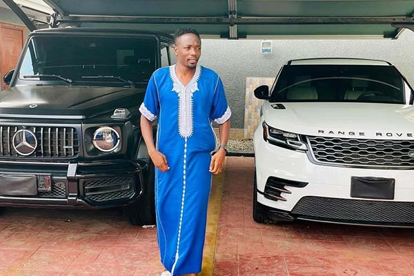 Ahmed Musa Inspires Fans With Encouraging Words While Posing With His Mercedes G-Wagon And Range Rover - autojosh