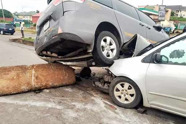 Two Toyota Siennas Owned By Same Transport Company Ram Into Barricade In Enugu Due To Lack Of Road Signs - autojosh