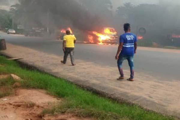 Five Shot Dead, Vehicles Burnt As Gunmen Invade Anambra State - autojosh