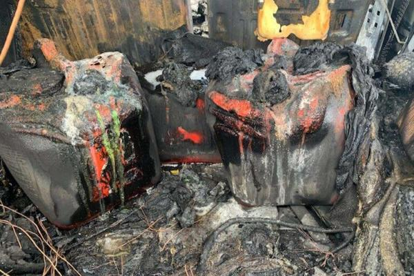 Hummer H2 Stockpiled With Kegs Of Petrol In Boot Erupts In Flames Shortly After Leaving Fuel Station - autojosh