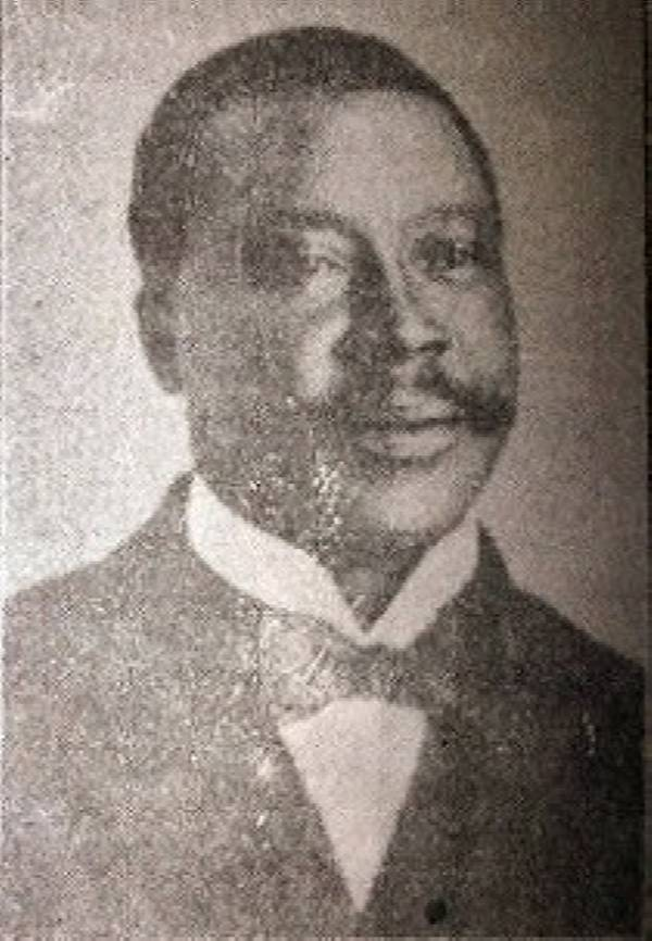 Throwback: Sir Kitoye Ajasa, The First Nigerian To Be Knighted, Posing With His Car In Lagos - autojosh