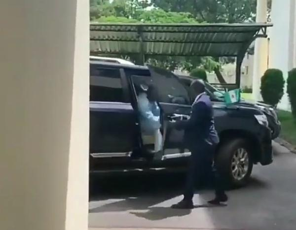 El-Rufai's Convoy : Moment A Man Opens Car Door For The Man Who Will Open Door For The Governor - autojosh