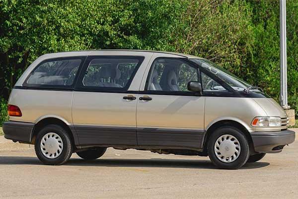 Throwback Thursday: The Original Toyota Previa Was A Weird Minivan Back In The 90s