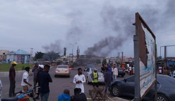 Stop Robbing Us, So No To EFCC : Yahoo Boys Blocks Roads In Osun State To Protest EFCC Extortions - autojosh