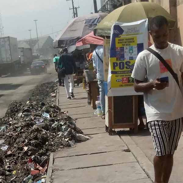 Health Crisis Looms As Heaps Of Refuse, Stench, Take Over Apapa (PHOTOS)