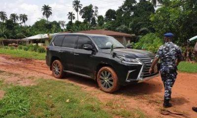 Gov. Godwin Obaseki's Official Car Bulletproof LX 570 SUV Stuck In Mud In Edo State - autojosh