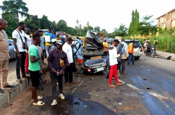 Accident Claims 3 Lives In Ondo After An Out-of-control Toyota Corolla Crashed Into Bullion Van - autojosh