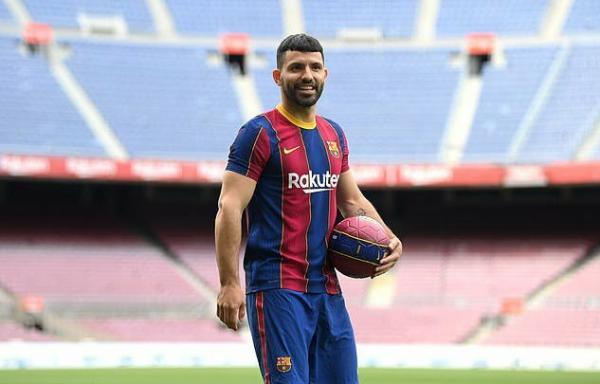 New Barca Signing Aguero Raffle Off His Range Rover To Man City Staffs, Gift Each Custom Watch - autojosh