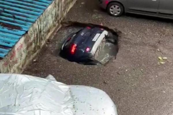 Shocking Moment Sinkhole Swallowed Hyundai Venue SUV In India - autojosh