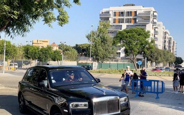 Ex-Man Utd Star Memphis Depay Arrives At First Barcelona Training In Luxurious Rolls-Royce Cullinan - autojosh