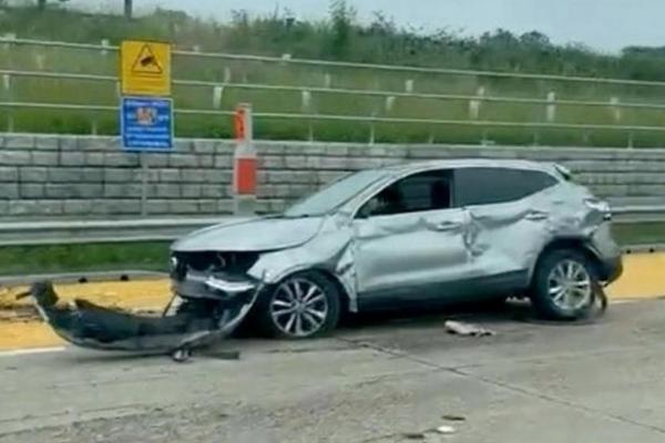 Arsenal Star Ainsley Maitland-Niles' Mercedes-AMG G63 Tipped Over Following A Smash With A Car - autojosh