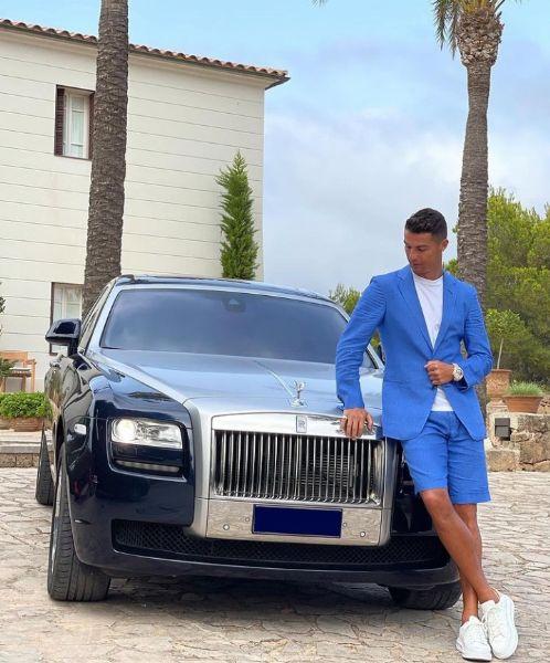 Cristiano Ronaldo Shows Off His Rolls-Royce Ghost - autojosh