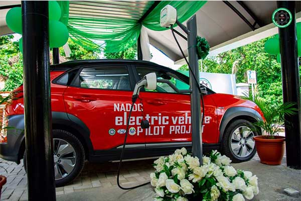 Nigeria hit a milestone in the automobile industry as the Federal Government launched a solar-powered electric charging station in Lagos
