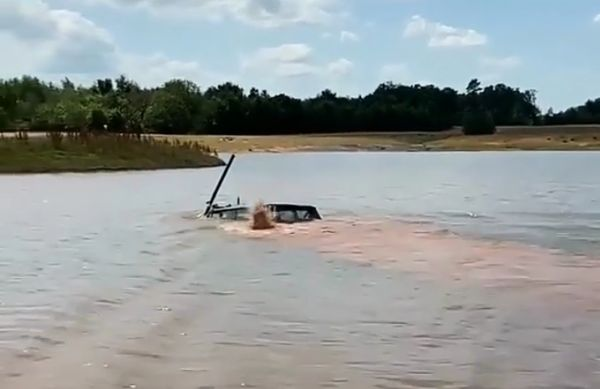 Watch A Range Rover SUV Fitted With Snorkel Drive Completely Underwater Like A Pro - autojosh