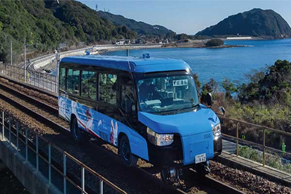 A Dual-Mode-Vehicle That Can Move On Track And Tarmac Unveiled In Japan (Photos)
