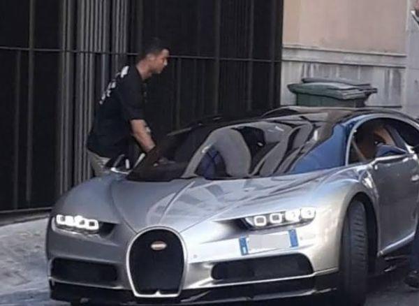 Cristiano Ronaldo Mobbed By Fans While Leaving Man Utd Training In ₦150M Lamborghini Urus - autojosh