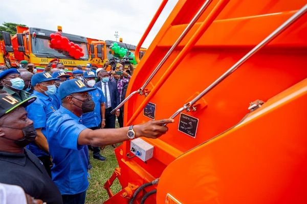 Gov. Sanwo-Olu Unveils 102 Brand New Compactor Trucks & 100 Double Dino Trucks For LAWMA - autojosh