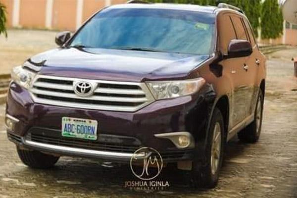 Pastor Iginla Presents Yinka Alaseyori 2012 Toyota Highlander, After Ministration In Abuja (PHOTOS)