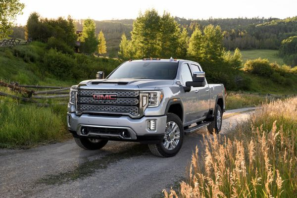Watch A GMC Sierra HD Pickup Truck Roll Into A Lake During Live TV, Moments After Towing A Boat - autojosh