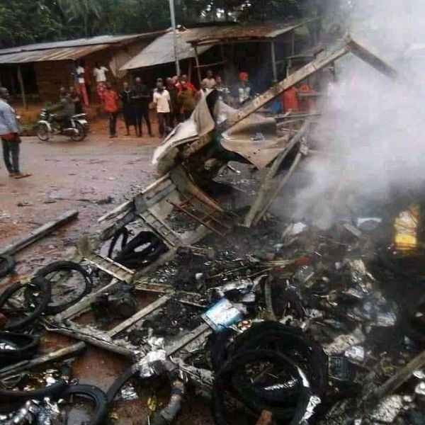 Hoodlum Burn Trailer Loaded With Motorcycle Spare Parts For Disobeying IPOB's Sit-at-home Order - autojosh
