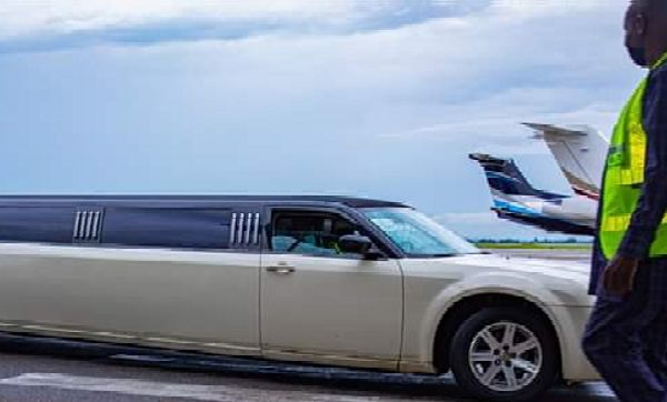 Moment Pastor Kumuyi Arrived In Style At An Event In Chrysler 300 Limousine - autojosh