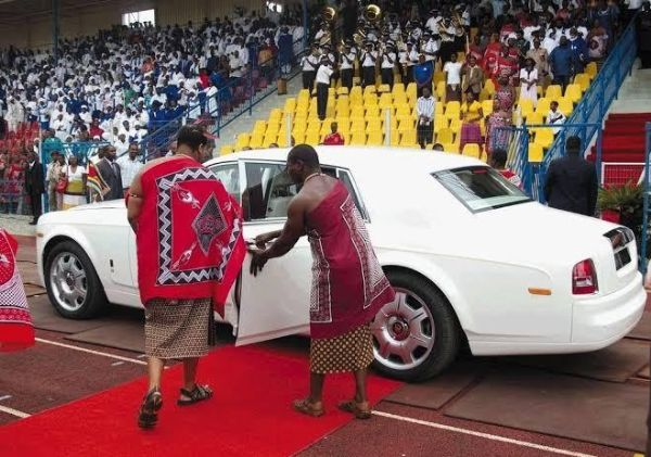 King Of 'Poor' Swaziland Has 20 Mercedes-Maybach Pullman, Maybach 62s, Dozens Of Rolls-Royces - autojosh