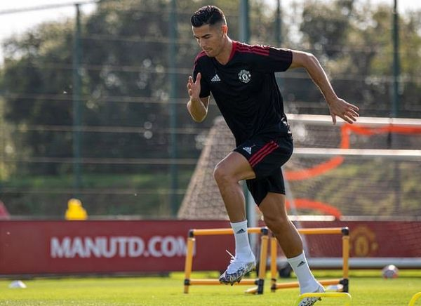 Cristiano Ronaldo Turns Up For Training In Brand New Bentley Flying Spur - autojosh