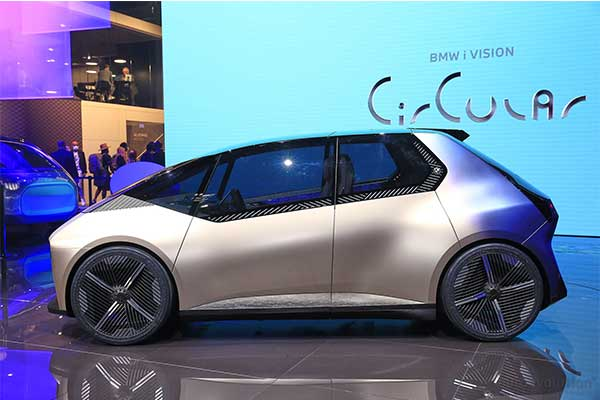 BMW Showcases i Vision Circular Recyclable Concept Hatchback (Photos)