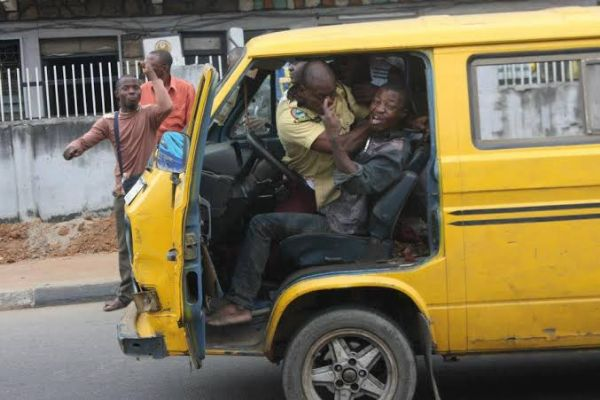 Danfo Driver Stabbed LASTMA Official In The Head, Took To His Heels - autojosh